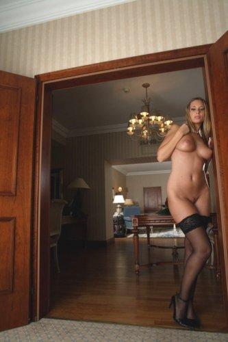 Девушка с красивой грудью (19 фото)