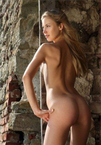 фото голой симпатичной девушки (10 фото)
