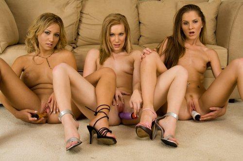 Фото трёх красивых лесбиянок (16 фото)