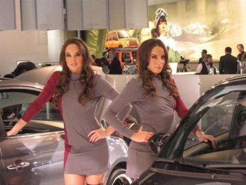 Девушки с автошоу в Детройте (25 фото)