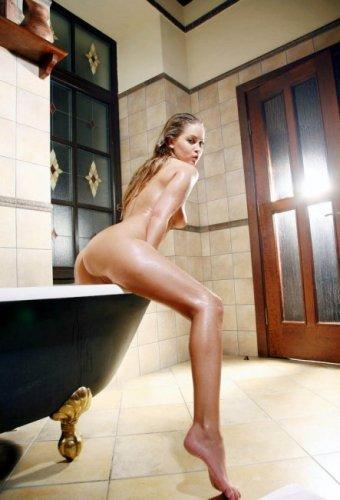 Красавица в ванне (14 фото)