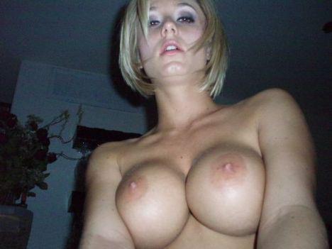 Любительские фото девушек с обнаженной грудью (12 фото)