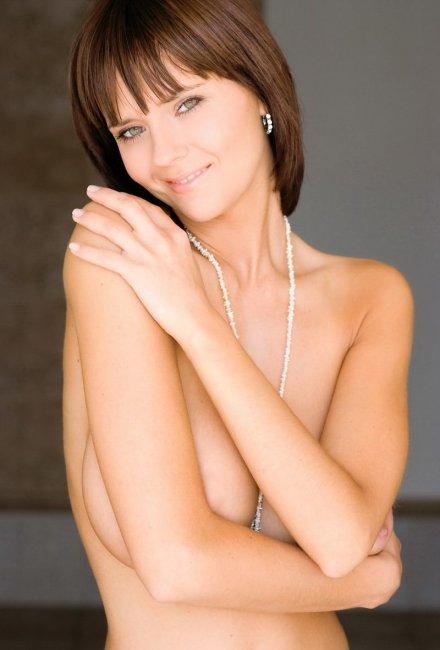 Классная голая брюнетка (14 фото)