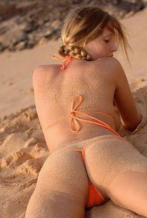 Попки в песке (30 фото)