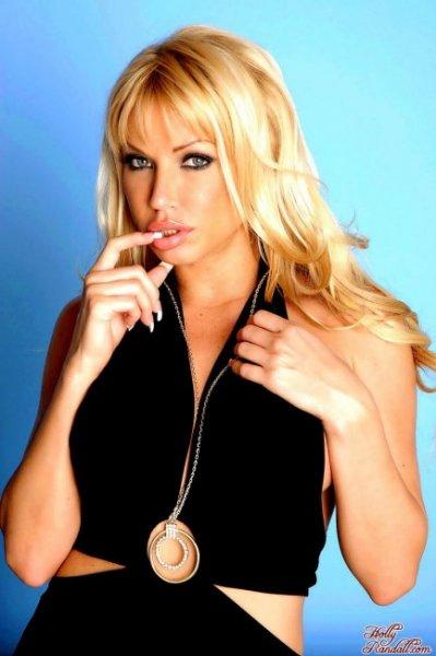 Обнажённая блондинка в чёрном (12 фото)
