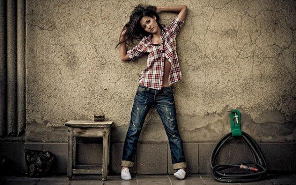 Девушки в джинсах (37 фото)