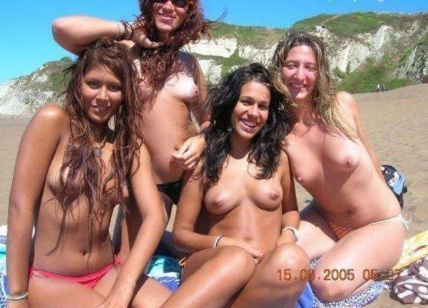 Девушки на летнем пляже (21 фото)