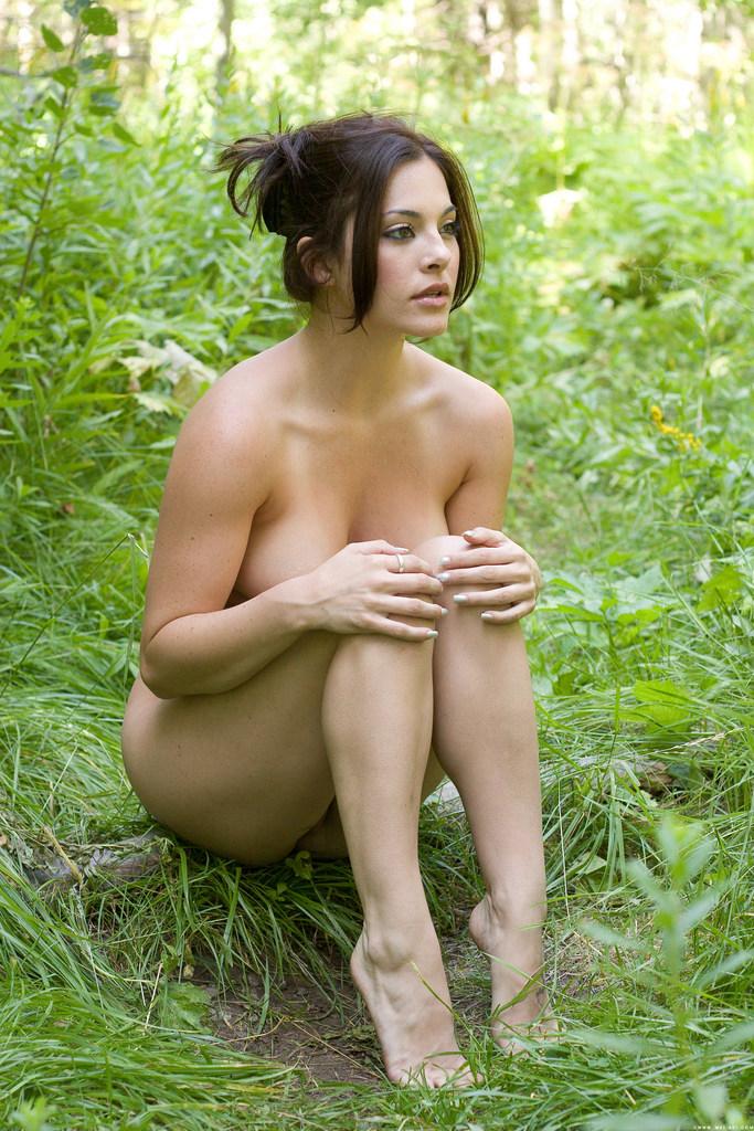 Девушка заблудилась в лесу порно