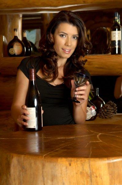Любительница хорошего вина (18 фото)