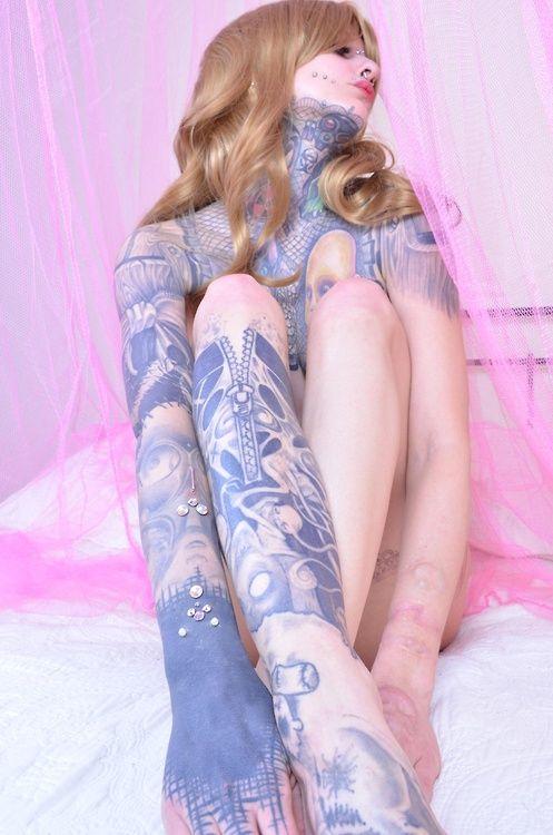 Татуированные девчонки (15 фото)