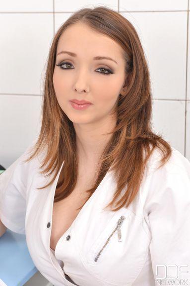 Секс с молоденькой медсестричкой (58 фото)