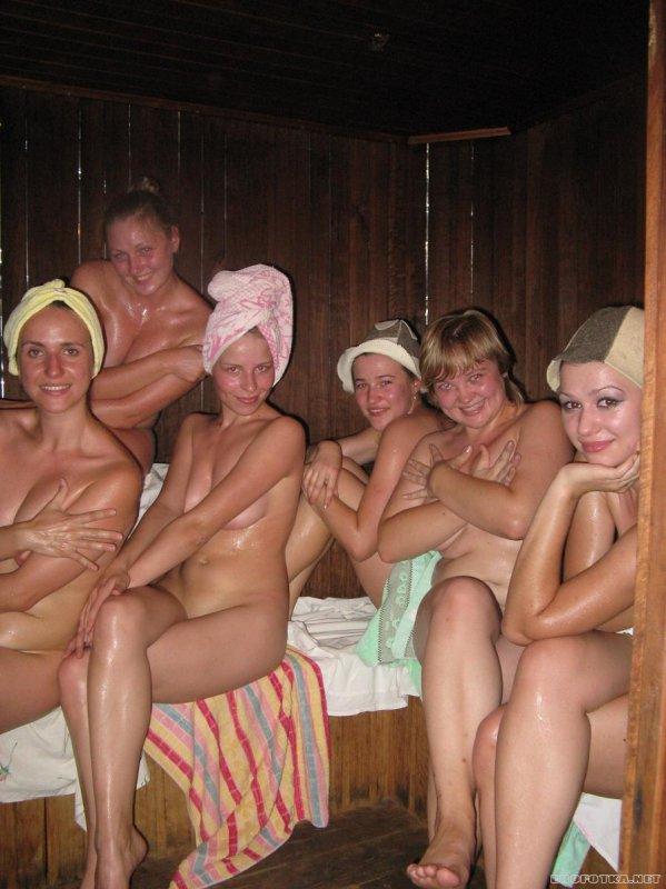Голые девушки в бане (50 фото)