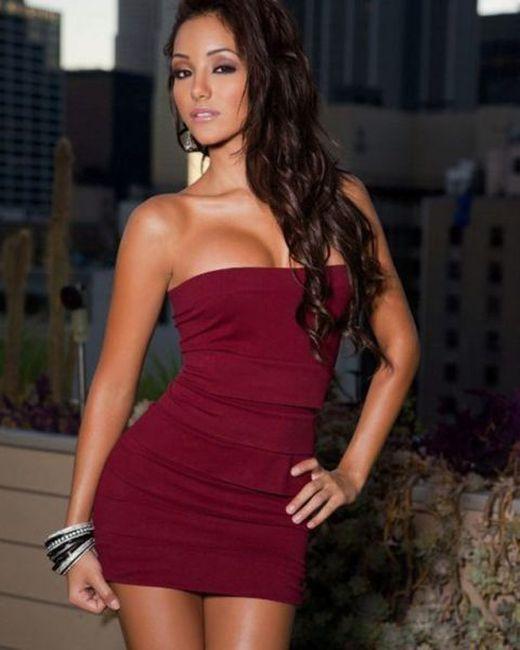 Красивые девушки в обтягивающих платьях (60 фото)