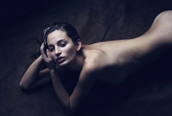 Эротичная брюнетка (11 фото)
