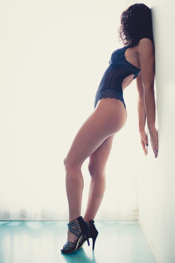 Голые женские ноги, стройные и длинные ножки
