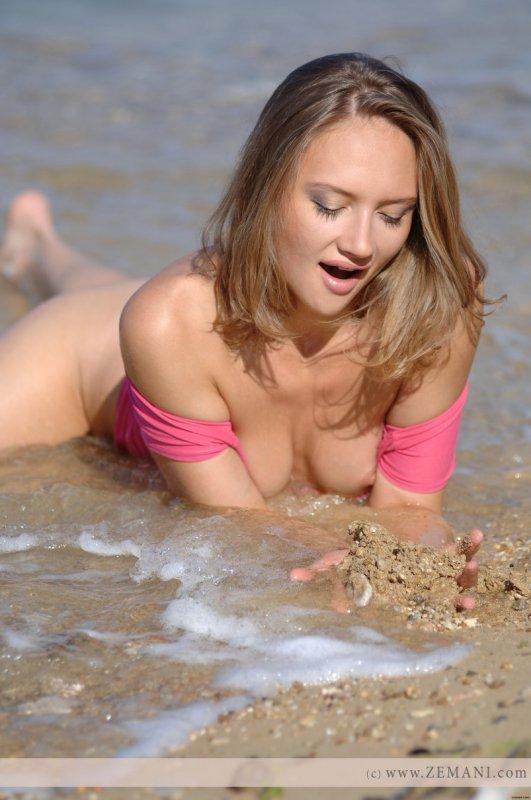 Фотографии из отпуска голой девушки (12 фото)