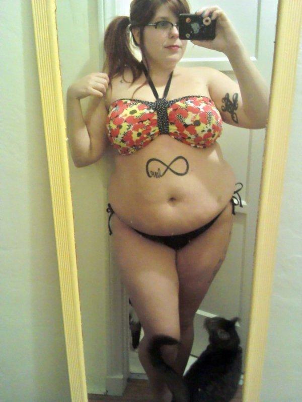 Селфи татуированных девушек (24 фото)