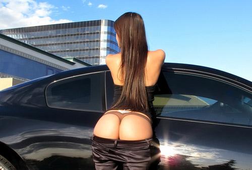 Красивые девушки и автомобили (35 фото)
