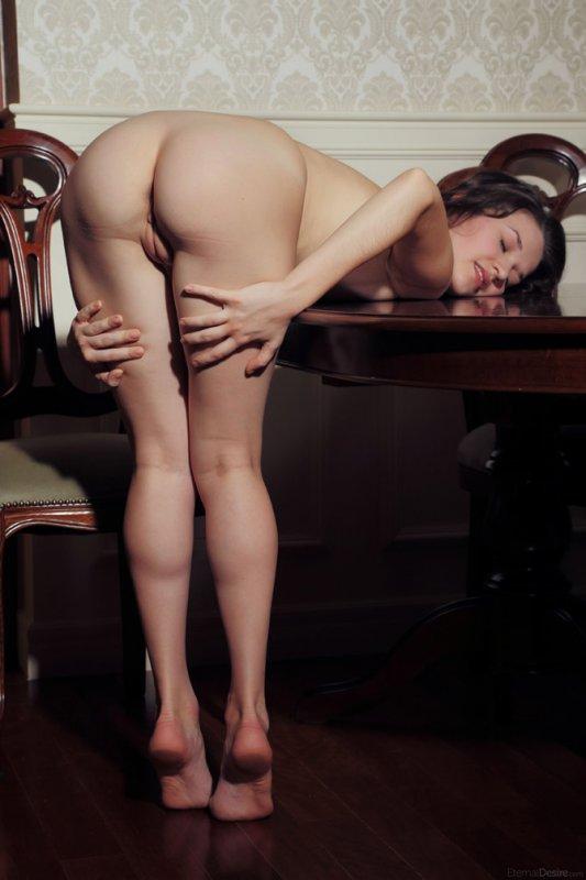 Фото девушки без нижнего белья