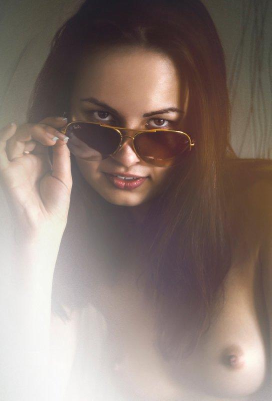 Голые девушки в очках (19 фото)