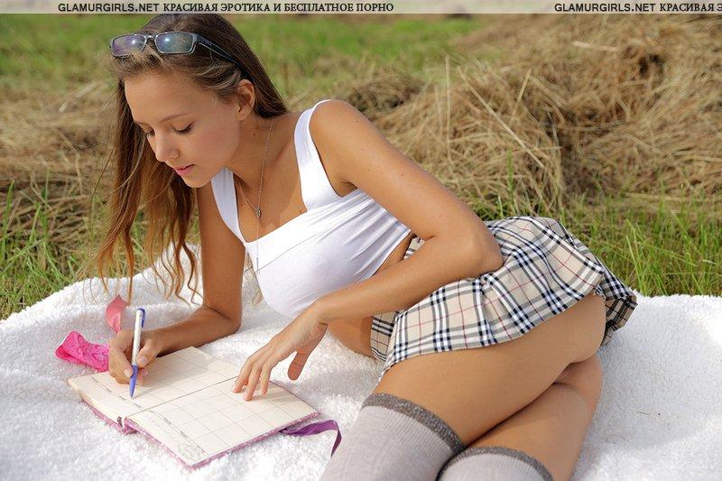 Студентка показала вагину крупным планом (14 фото)
