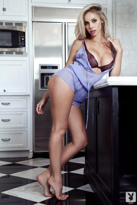 Голая девушка на кухне - Devin Justine (17 фото)