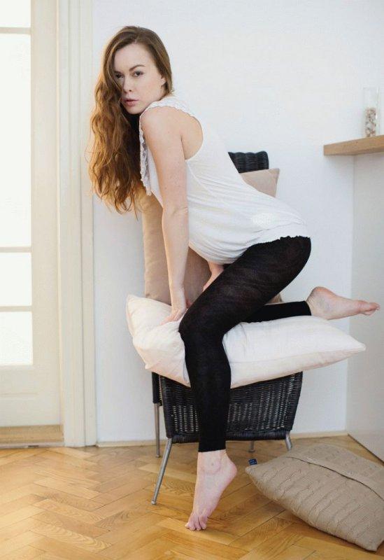 Сняла лосины показав вагину (12 фото)