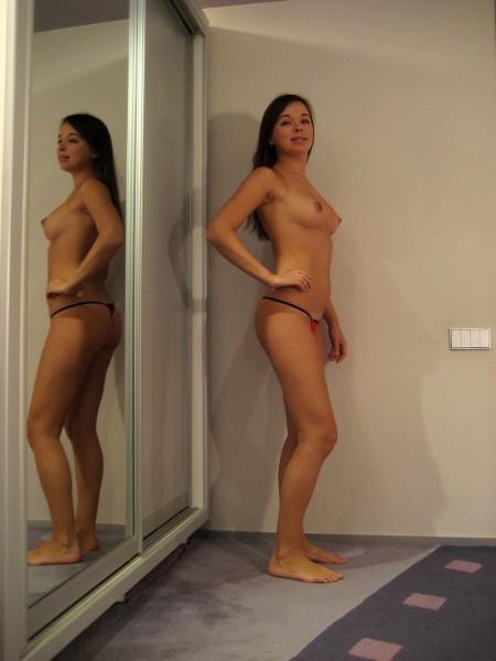 Частные фотографии девушки с красивой грудью