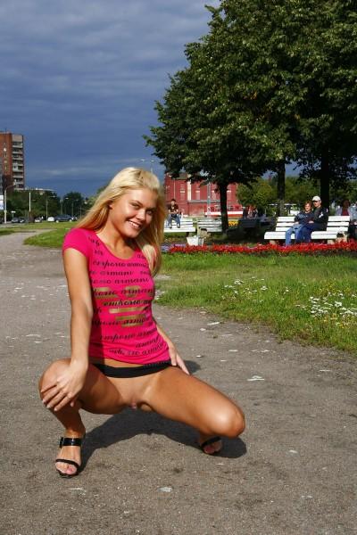Большой фотосет девушки нудистки без комплексов