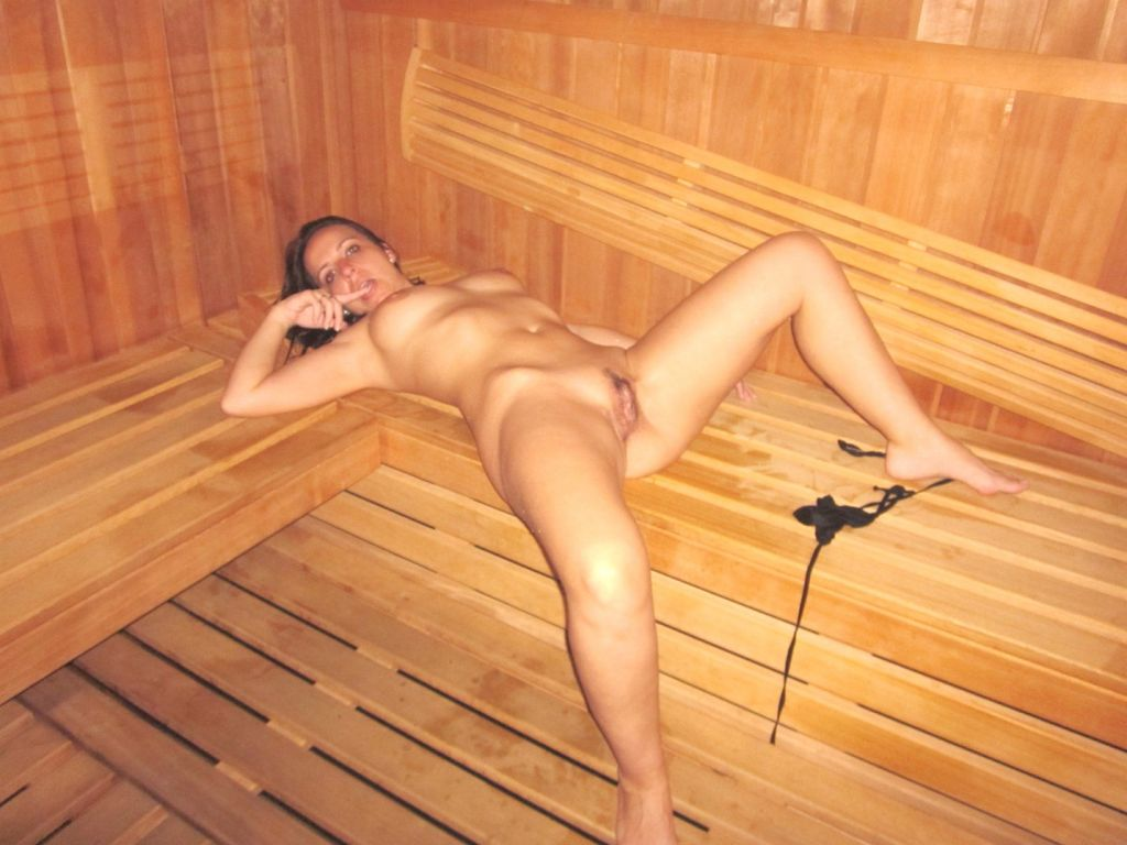 порно мастурбируют на улице