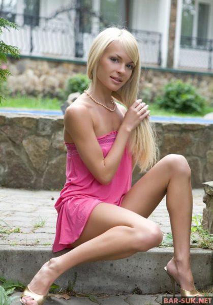 foto-11767-pokazivaet-sebya-bez-trusov-05