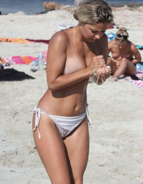 Nudists_with_beautiful_figure_11