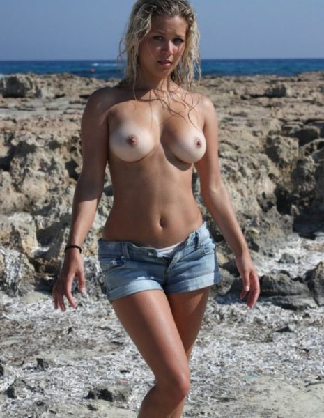 Nudists_with_beautiful_figure_5