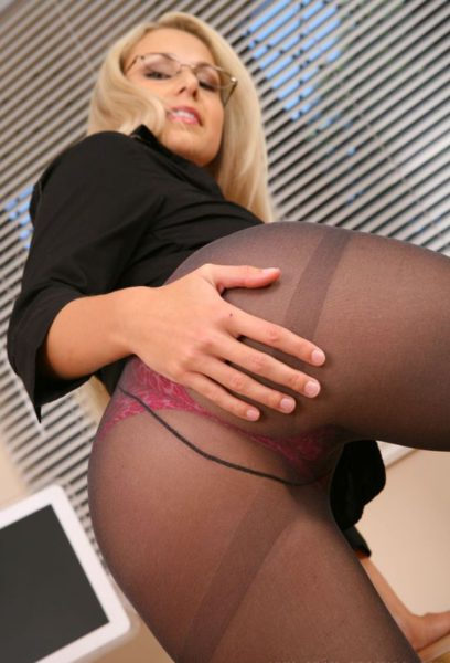 Woman_in_tights_9