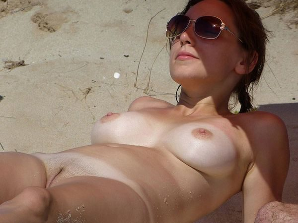 sunbathing_nudists_2